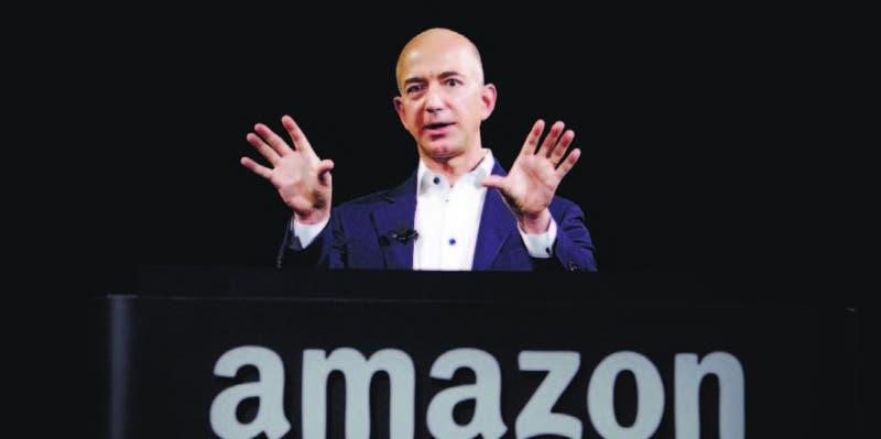 El fundador de Amazon.com, Jeff Bezos, fue el que más sumó en 2017, con un alza de US$34.200 millones