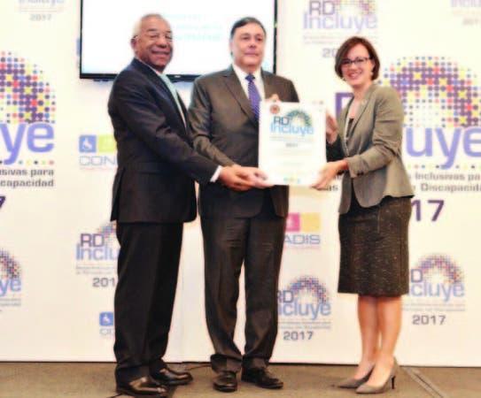 El viceministro administrativo y financiero recibió reconocimiento