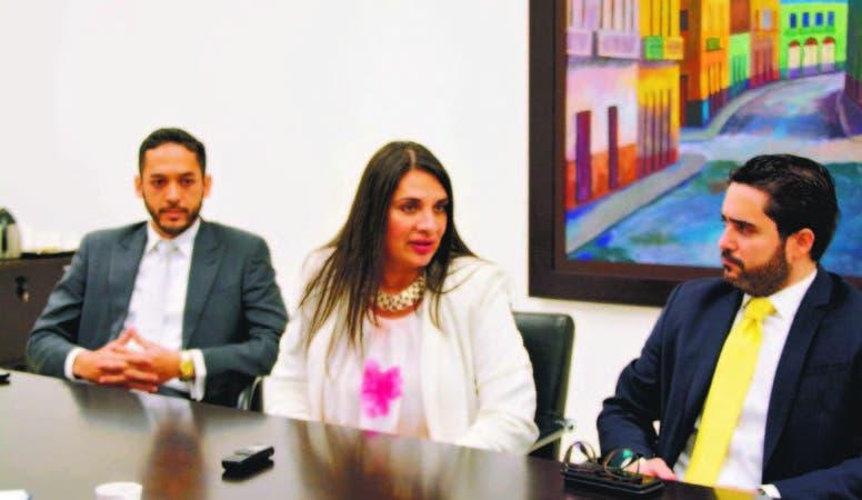 Emmanuel Montás, gerente general de la fiduciaria Fiduciams; Magali Ross Chain, experta en fiduciarias de México, y Michel Camacho,