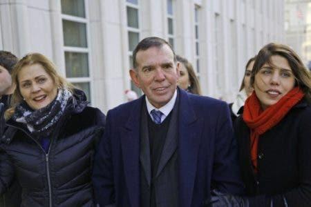 Ex presidente de la Conmebol y de la federación paraguaya de fútbol centro llega a un tribunal federal donde encara juicio por corrupción el miércoles 13 de diciembre de 2017 en Nueva York