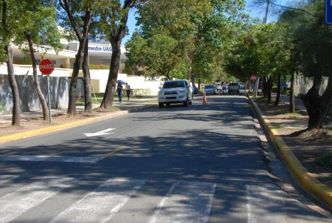 """Calle """"Dr. José Dolores Alfonseca"""", en la UASD. Foto/ Aracelis Mena"""