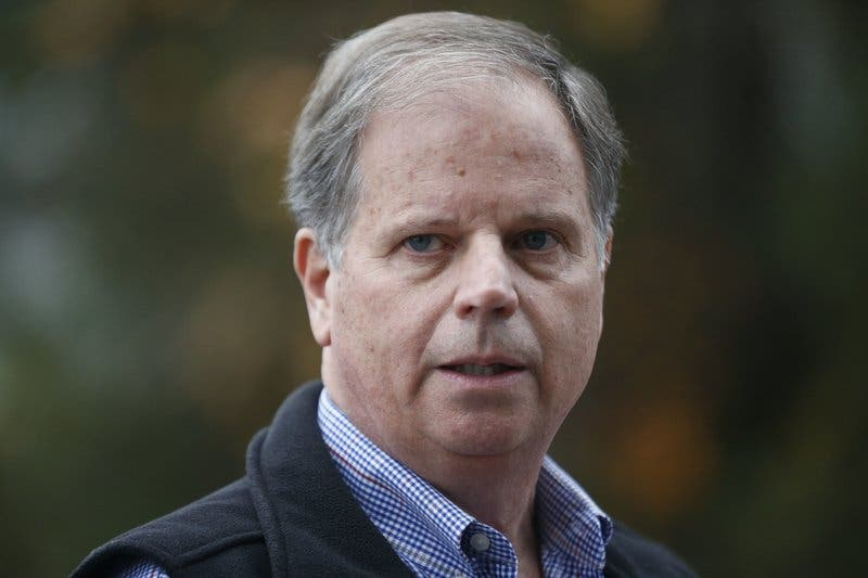 Vistazo a la trayectoria del demócrata Doug Jones de Alabama
