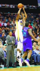 Kevin Durant logró una gran noche ofensiva.