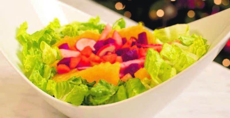 La ensalada es uno de los platos más importantes de la cena navideña. Nunca falta en la mesa.