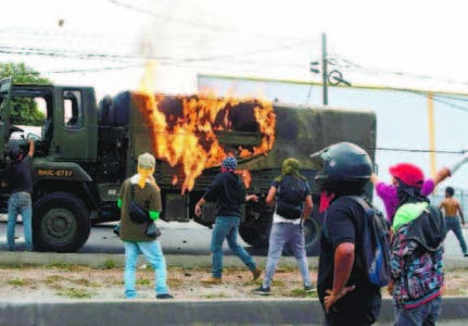 Simpatizantes de Nasralla encienden  calles Honduras
