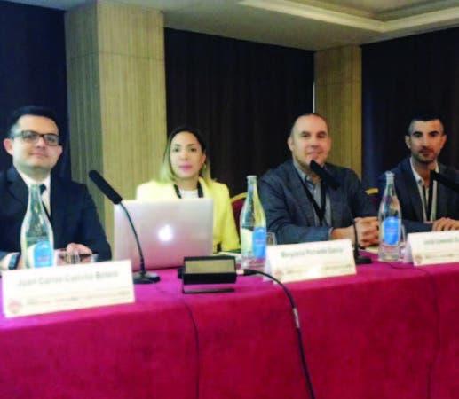 Merycarla Pichardo, junto a especialistas internacionales.