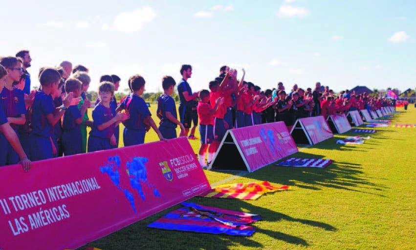 Niños y niñas participantes en el torneo internacional FCBEscola Las América s
