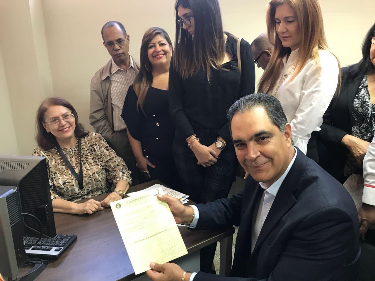 Santiago Hazím se inscribe para ganar una vicepresidencia nacional del PRM