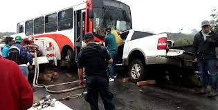Al menos 20 muertos  por choque de bus y camioneta que llevaba peregrinos a la misa de Navidad en Filipinas