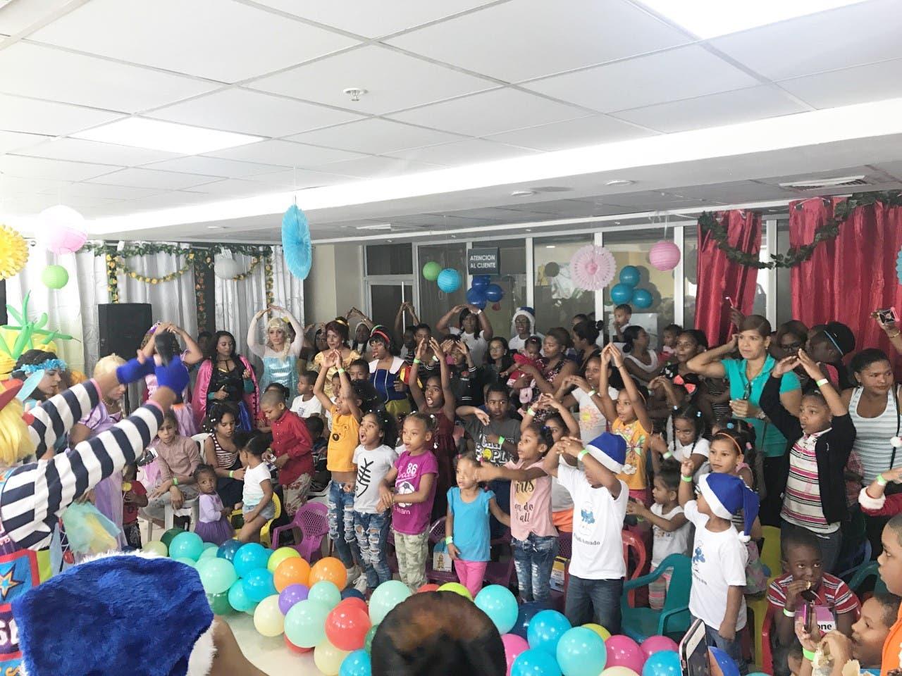 Celebran fiesta navideña a niños hospitalizados en Maternidad de Los Mina