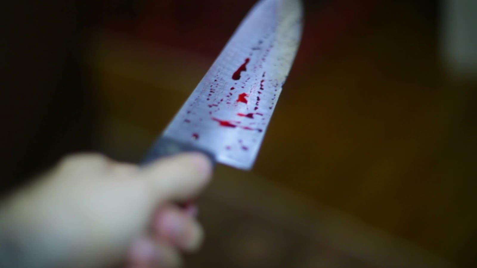 Mujer amarra a su esposo para con un cuchillo cortarle el pene