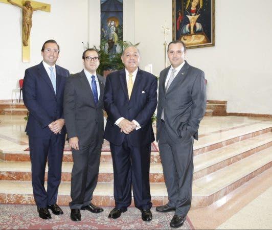 thumbnail_Darío Muñoz Rosado%2c presidente del Banco Fihogar junto a los principales ejecutivos.