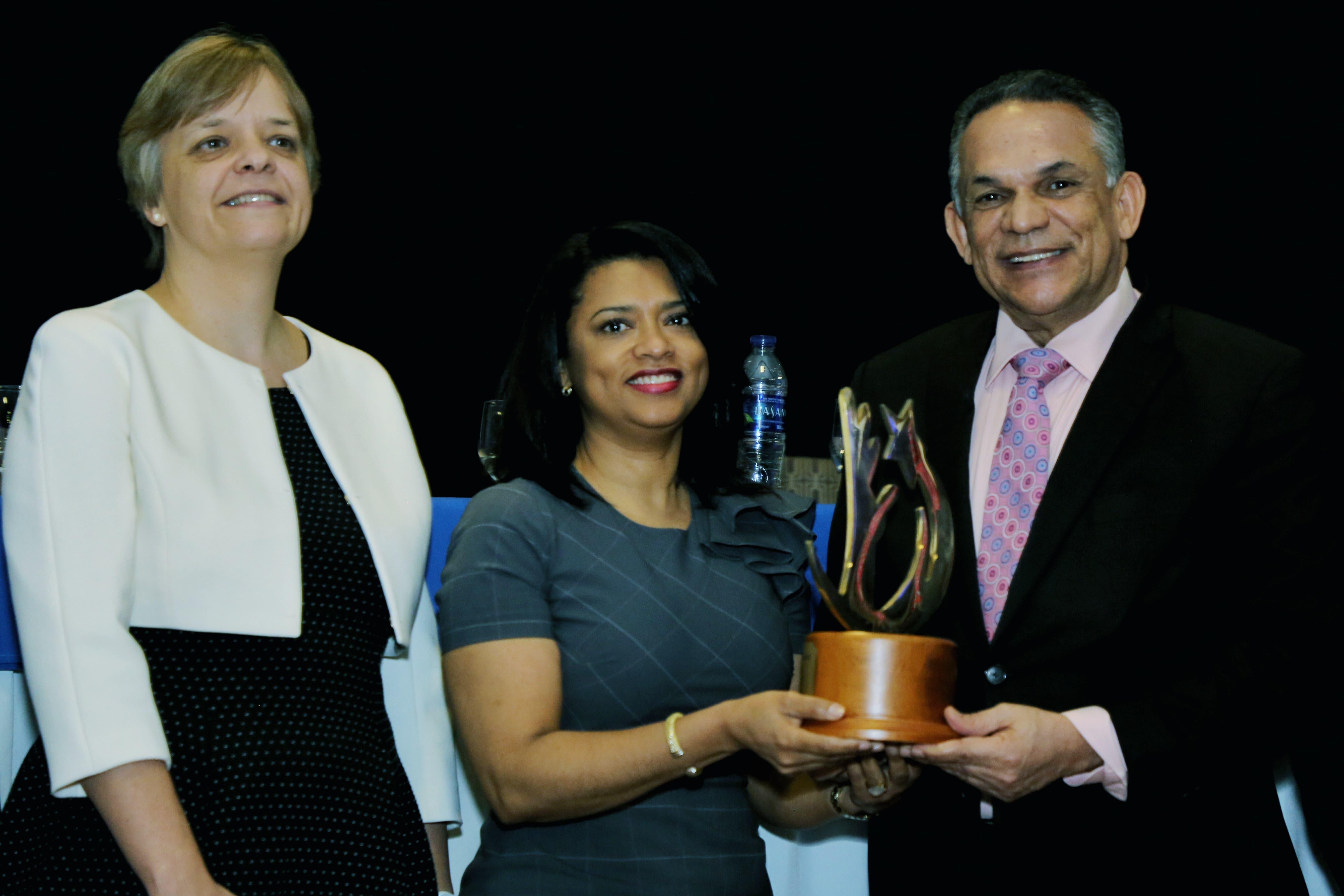 Hospital Hugo Mendoza obtiene Premio Nacional a la Calidad