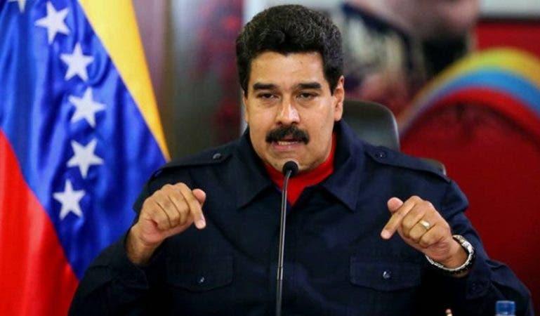 Con casi tres horas de retraso inicia diálogo sobre crisis de Venezuela