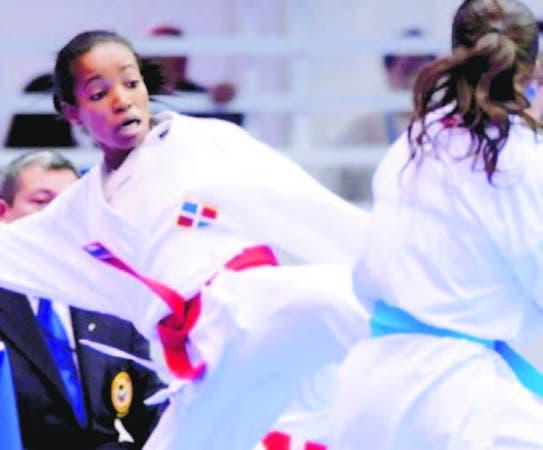 Ana Villanueva de Karate en plena acción en unos Juegos