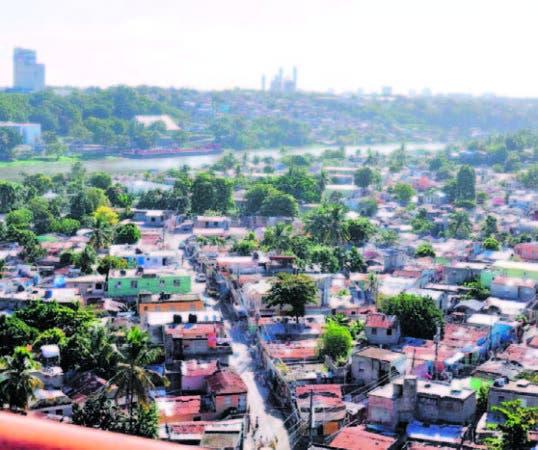 Barrios La Ciénaga y Los Guandules visto desde el puente de la 17.