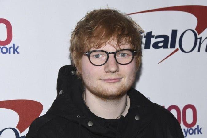 Cantante Ed Sheeran anuncia su compromiso