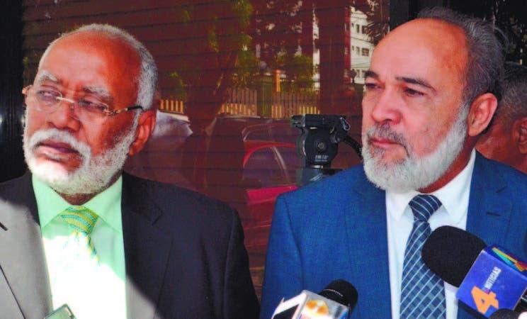 El doctor Wilson Roa y Francisco Pagán se reunieron ayer para revisar situación de los hospitales de RD