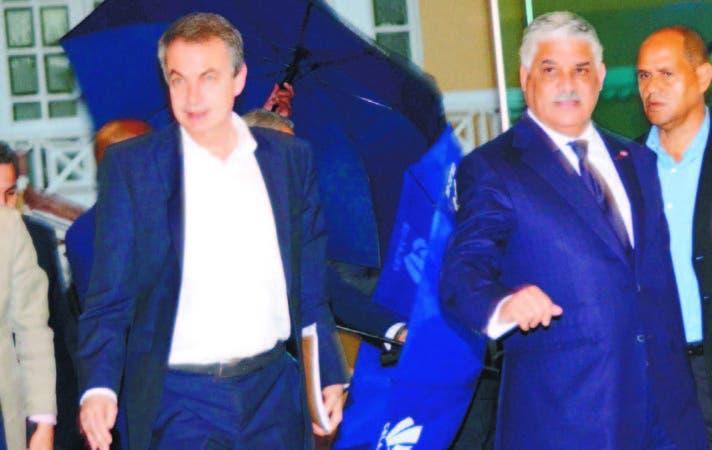 El expresidente español José Luis Rodríguez Zapatero y el Canciller dominicano Miguel Vargas.