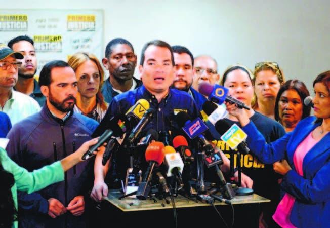 Diálogo entre gobierno y oposición continuará este martes