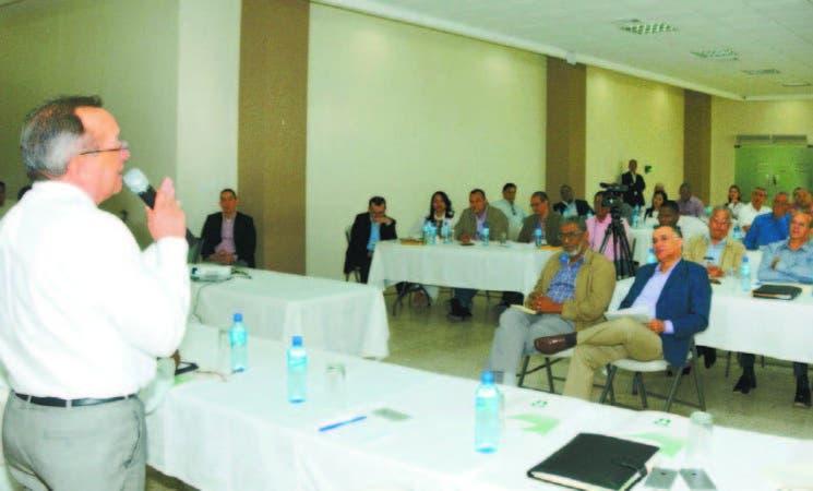 El ministro de Agricultura, Angel Estévez, en reunión de balance de 2017 y planes a realizar este año.