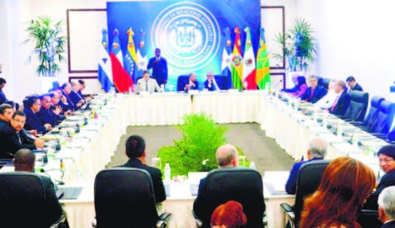 El presidente Danilo Medina, el expresidente español Rodríguez Zapatero y el canciller Miguel Vargas