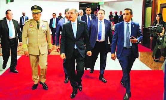 El presidente Medina a su llegada ayer al país.