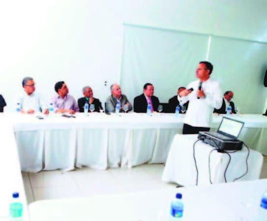 El procurador Jean Alain Rodríguez en encuentro con periodistas