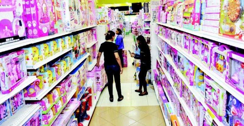 En las tiendas se pueden encontrar juguetes para niños de diferentes edades y preferencias.