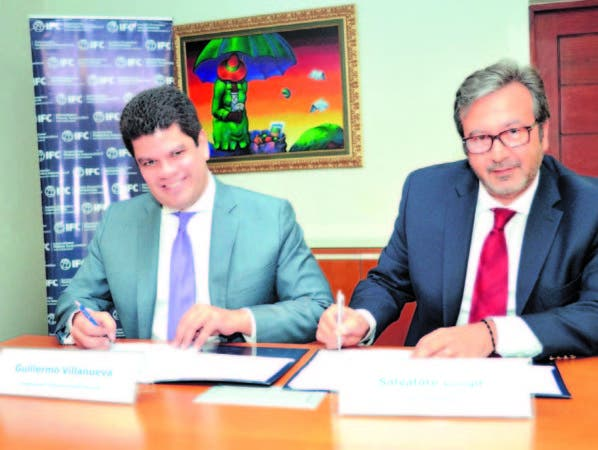 Guillermo Villanueva y Salvatore Longo firman de acuerdo de financiamiento