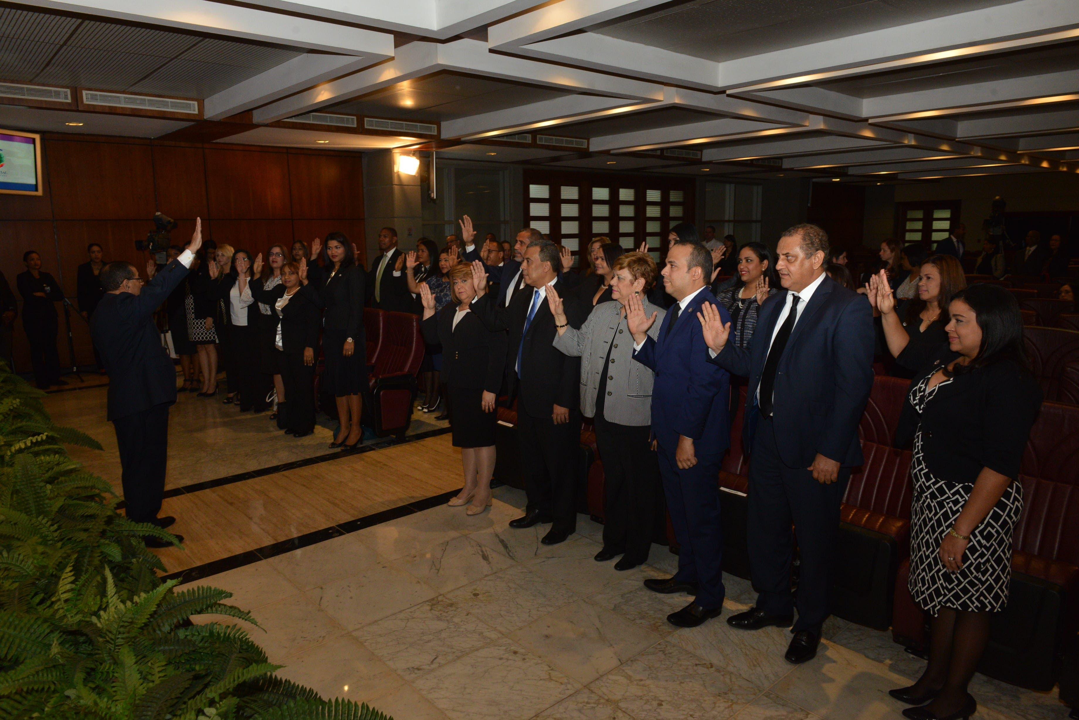 Mariano Germán Mejía juramenta a 31 jueces ascendidos