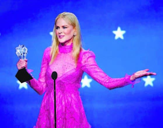 Kidman recibe el premio a la mejor actriz en una película para tv
