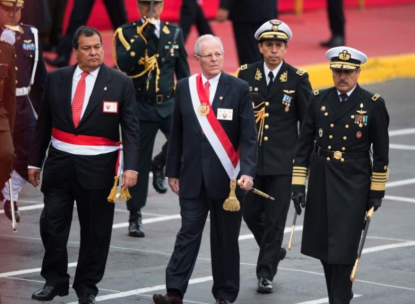 Crisis en Perú se profundiza tras renuncia ministro de Defensa por indulto Fujimori