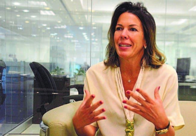 María Esther Valiente durante su visita al periódico HOY donde anunció la act ivi d a d .
