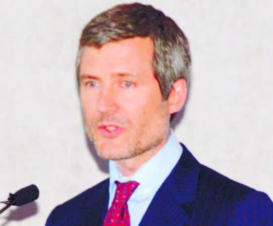 Martín Roos, de Altice, conversa con directores de medios.