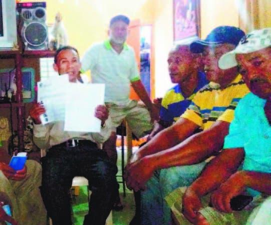 Productores de cacao presentan documentos