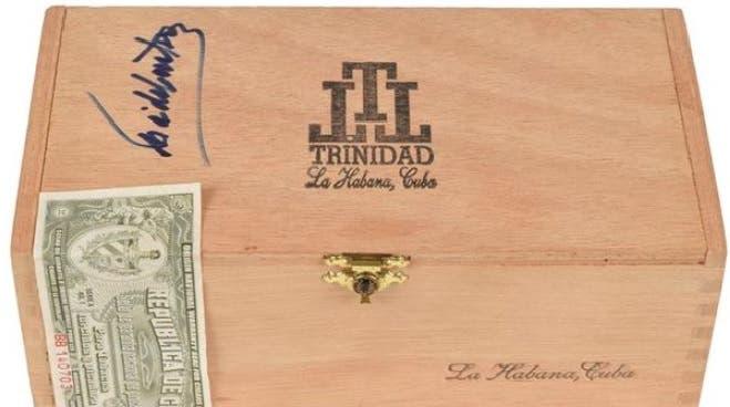 Sobre la madera se puede ver la firma/Foto: Fuente externa.