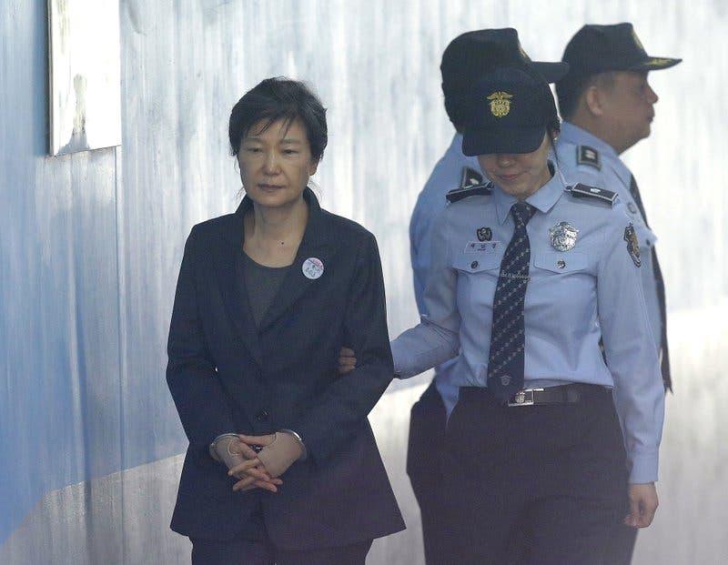 Fiscalía de Seúl presenta nuevos cargos por soborno contra la encarcelada expresidenta Park Geun-hye