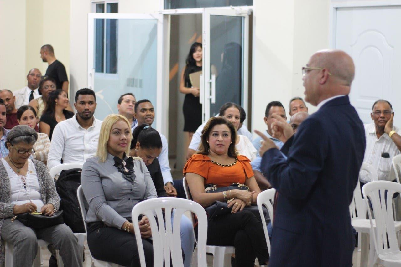 El investigador Ángel Martínez realiza ciclo de conferencias en varias regiones del país
