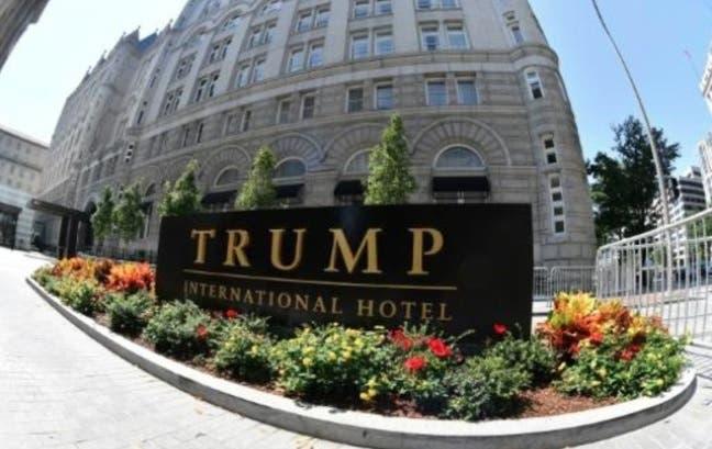 «Este lugar es una mierda», proyectan sobre un hotel Trump en EEUU
