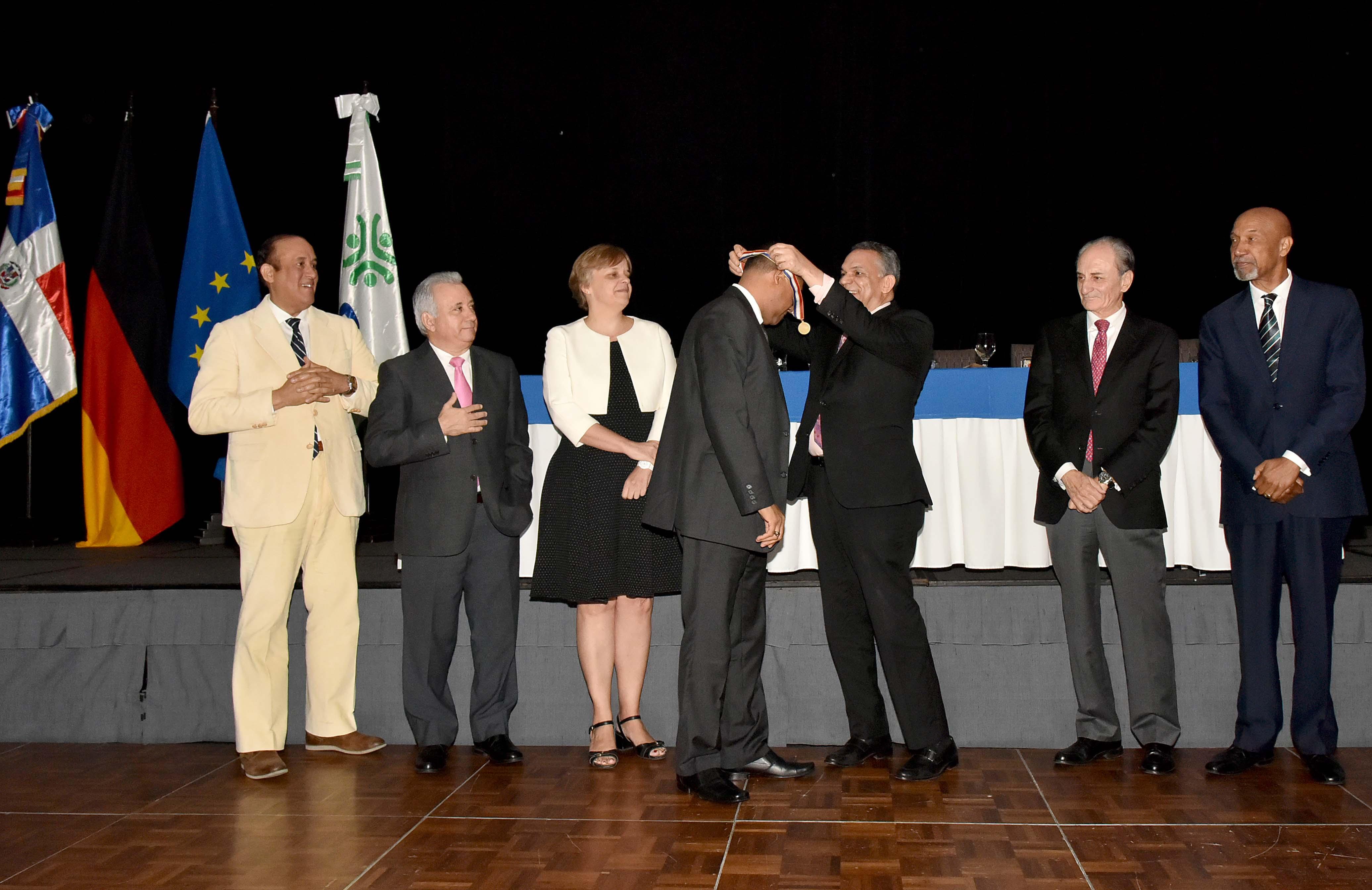 Ministerio de Educación obtiene el 54.5% de las medallas en el Premio Nacional a la Calidad