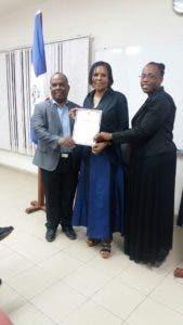 Consulado de RD en Aruba realiza graduación