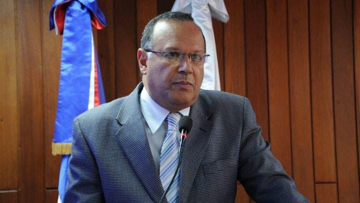 Rodríguez Monegro pide a directores esforzarse por mejorar la salud en 2018
