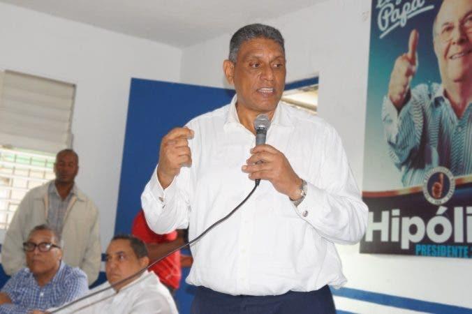 thuChu Vásquez durante el encuentro de apoyo en Bonao.