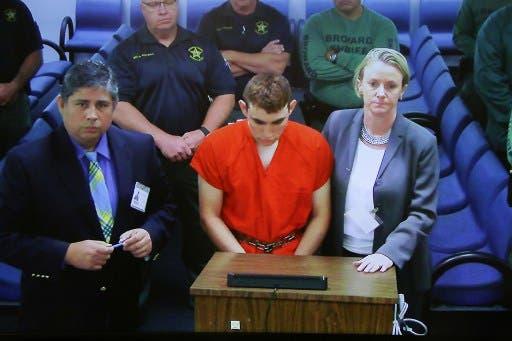 FBI admite fallas en investigar denuncia sobre tirador de Florida