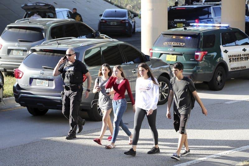 Seis amigos son más inseparables ahora tras masacre escolar