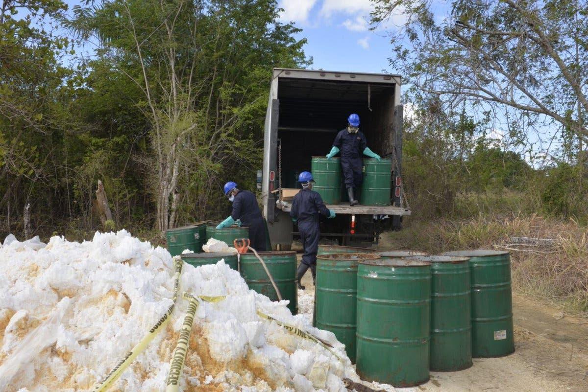 Retiran material contaminante  en Guerra y San Isidro