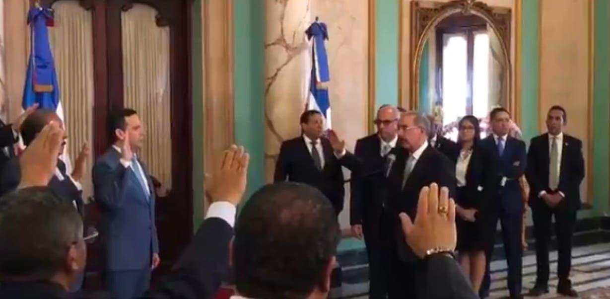 Video: Danilo Medina juramenta nuevos funcionarios del Estado