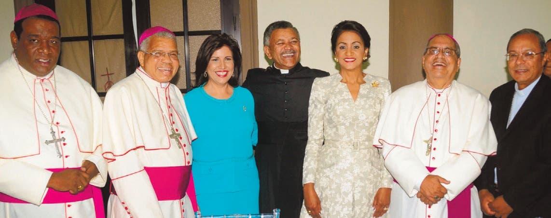 Ofrecen 'tarde de té' en apoyo al arzobispado