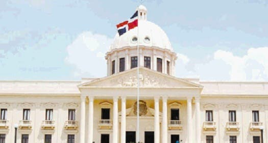 Política de endeudamiento de país es insostenible, dice Ceara
